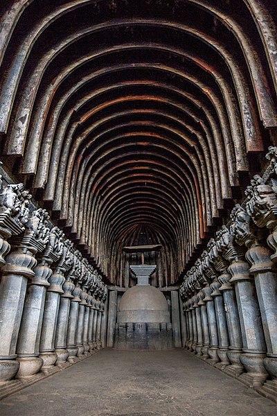 Chaitya de Karla con vistas del techo y su madera original